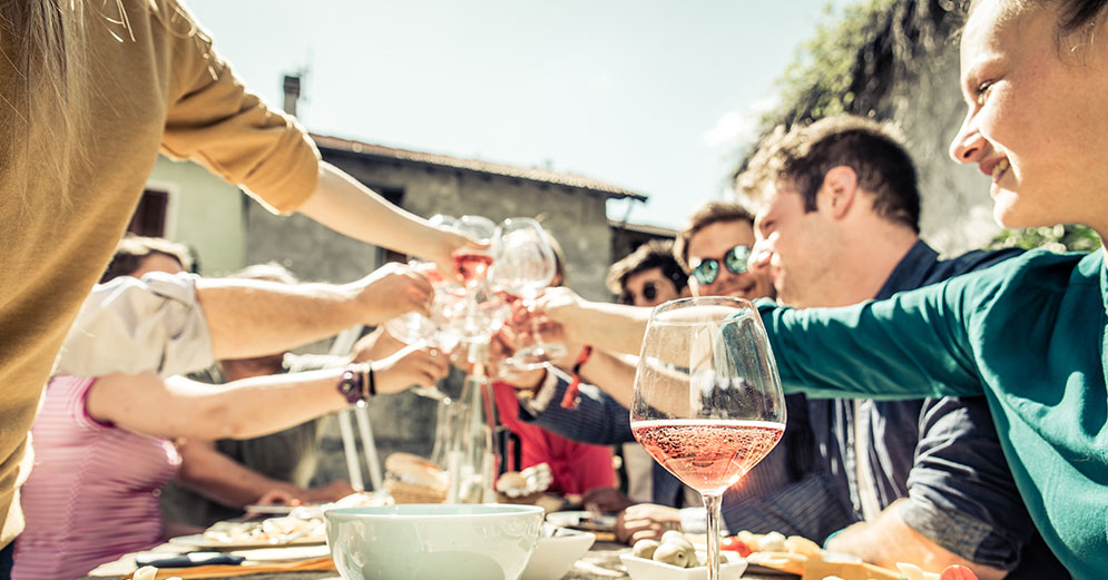 5 tips to stock up on wine for a house party